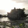 インドネシア旅行記【バリ編】 Tanah Lot Temple 海に浮かぶタナロット寺院へ 偶然、崖の上にあるベストスポットにたどり着く