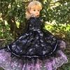 薄紫と黒のシックなドレス