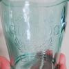 【セリア】プラとは思えないこのガラス感!淡いブルーの「クラリスコップ」。
