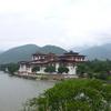 川沿いに佇むプナカ・ゾン@ブータン