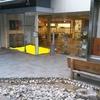 なら工藝館の入口付近の灰皿が移動
