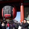 【東京・浅草寺】食べ歩きをしていたら〇〇な外国人に出会いました【衝撃】