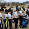 新春ジョギング・駅伝大会 凧の貼り替え作業