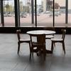 旭川駅はちょっとオシャレだった。椅子に座りまくって駅前をぶらぶらした。