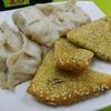 ある日の夕飯 餃子をおすすめメニューに掲げるお店 @香港湾仔