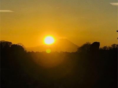 またまたダイヤモンド富士を逃したのかなぁ?〜数日前と比べて山頂から夕陽が離れてる?〜
