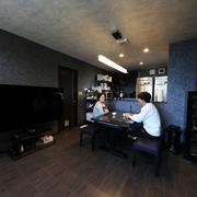 夫妻の世界観が詰まった、オフィス兼二世帯住宅