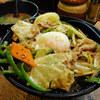 今日のお食事 スタ丼屋のピーカラ丼と豚汁