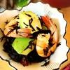 エビとアボカドのひじきマリネ。海老の茹で汁でもずく味噌汁