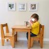 離乳が始まったら用意したい、小さなキッズテーブルと椅子