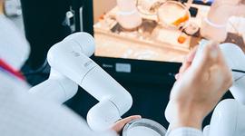 「5G×ロボットアーム」の遠隔操作は、どこまで人の手の繊細さを再現できるのか?