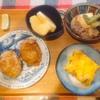 肉豆腐、コロッケ、玉子焼き、リンゴ