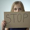 アルコール依存症の暴力は悪 危険信号を見つける