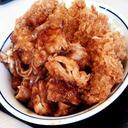 かつやの生姜からあげだれのチキンカツ丼がオーダーするとき、とても言いにくいので、メニュー指さして「このチキンカツ丼、から揚げ倍プッシュでお願いします!」と言います。
