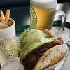 函館にしかない「ラッキーピエロ」マリーナ末広店へ!海を観ながらハンバーガーと悪魔的うまジャンクメニュー「ラキポテ」に超絶舌鼓