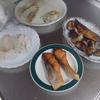 幸運な病のレシピ( 2077 )朝:ホッケ(味噌味醂)、鮭、鶏ムネボイル、大根の味噌汁、マユのご飯