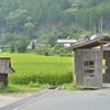 二つ屋根の建物