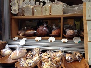【根津・ボンジュールモジョモジョ】ジブリアニメに出てきそうな路地裏の人気動物パン専門店のかわいい動物パン&手作りクッキーetc.