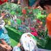 谷中 「ひゃっこい祭り」 ずらりと並んだ氷柱に、おもちゃ氷、氷上カーリングなどなど。