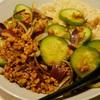 肉そぼろときゅうりの玄米ドライカレー。