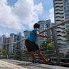 シンガポールの閑静な住宅街で筋トレしたった。目の前が墓地の件。