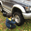 息子とタイヤ交換