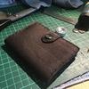 初めて一ヵ月の初心者でも数千円の低予算で革製品を使って小物を作れる『レザークラフト』が熱い!!作業内容と始める為の小道具のそろえ方紹介!