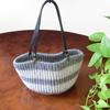 毛糸のバッグを編みました。