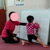 幼稚園の教室を初めて『こっそり』覗く