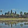 「アンコールワット Angkoor Wat」~正面からの逆さアンコールワット、鏡張りは・・・。