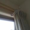 【室内物干し掛け】洗濯物の部屋干しおすすめグッズ。雨天や花粉、外出対策に。工具不要で取付け簡単、シンプルデザインも〇