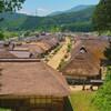 会津の人気スポット、大内宿はかやぶき屋根の民家が並ぶ集落です。