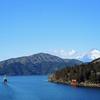 恒例の〝追っかけ〟正月ことしもまた/      箱根駅伝「往路」ゴールを芦ノ湖畔に迎える
