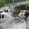 登校の風景:雨降り登校