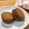 渋谷ヒカリエ『くろいちや』。黒糖好きには嬉しい黒糖菓子専門店のお菓子と試食サービス。