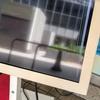 屋内用の液晶ディスプレイを屋外に設置した。すると…