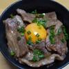 牛肉を炒めて焼き肉のタレをかけるだけ 5分で完成 牛カルビ丼