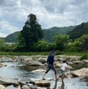 川で自然にふれる