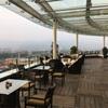 インドネシアの学園都市 バンドンのお洒落なレストラン。ホテルの最上階で夜景を楽しむ?