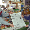 根室駅前土産物店「光風」で根室新聞最終号を無料配布