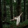 森の妖精〜原生林と銀竜草の中でバレエアート写真