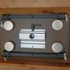 脱着式テーブル(小型タイプ):フロントテーブルの裏側とホルダー機能