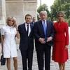 トランプ大統領「とてもいい体だ」批判殺到 仏大統領夫人に