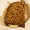 焼いたプロテインブロートにブリーチーズを