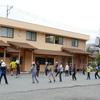 卒業生!!ありがとう!! Ehemalige übte mit den Schülern der Mittelstufe Nanazumai Tanz