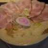 【啜る】濃厚だけど口の中に残らないスープと肉感の強いレアチャーシューがたまらないラーメン屋さん