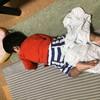 兄妹で交互に威嚇し、起こし合う午前4時 - 年子育児日記(2歳3ヶ月,0歳9ヶ月)