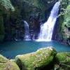 苔むした岩とエメラルドグリーンの滝壺が美しい「大野渓谷」