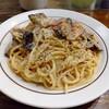 浅草の「スパゲッティストア カルボ」で中盛り焼きカルボナーラに揚げ茄子トッピングを食べた感想。クリーミー香ばしいスパゲッティはボリューム満点で旨い!ナスが意外と合うんだな…