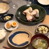 ごはん、鰤の塩焼き、カブとベーコンの葛煮、白菜の塩昆布和え、醤油たまご